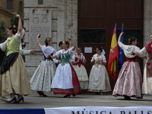 Dancers in Plaza de la Virgin